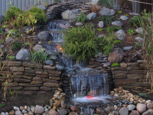 Искусственный водоем – прекрасное украшение любого участка