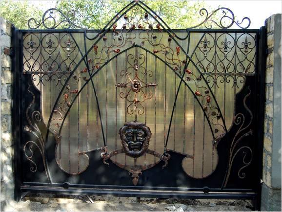 Ворота и заборы, произведенные ковкой