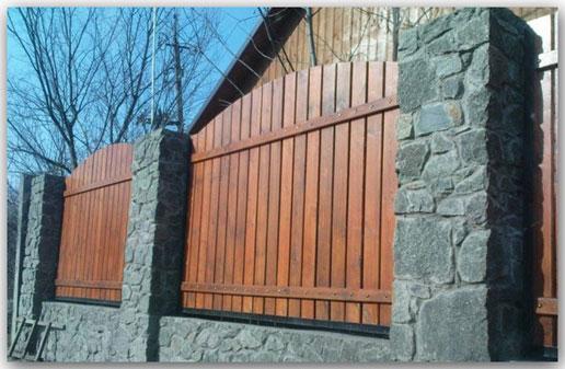 Забор из дерева: быстро и надежно