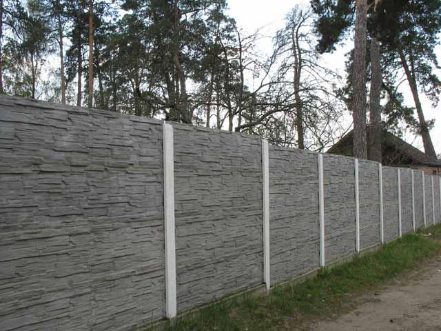 О заборах бетонных и заборах из профнастила