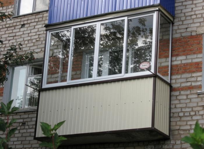 Делаем ремонт балконной обивки