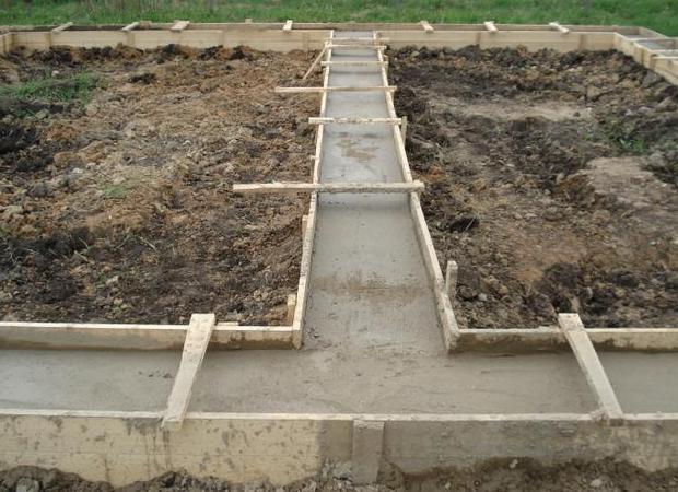 Закладываем фундамент для будущего дома и строим подвал