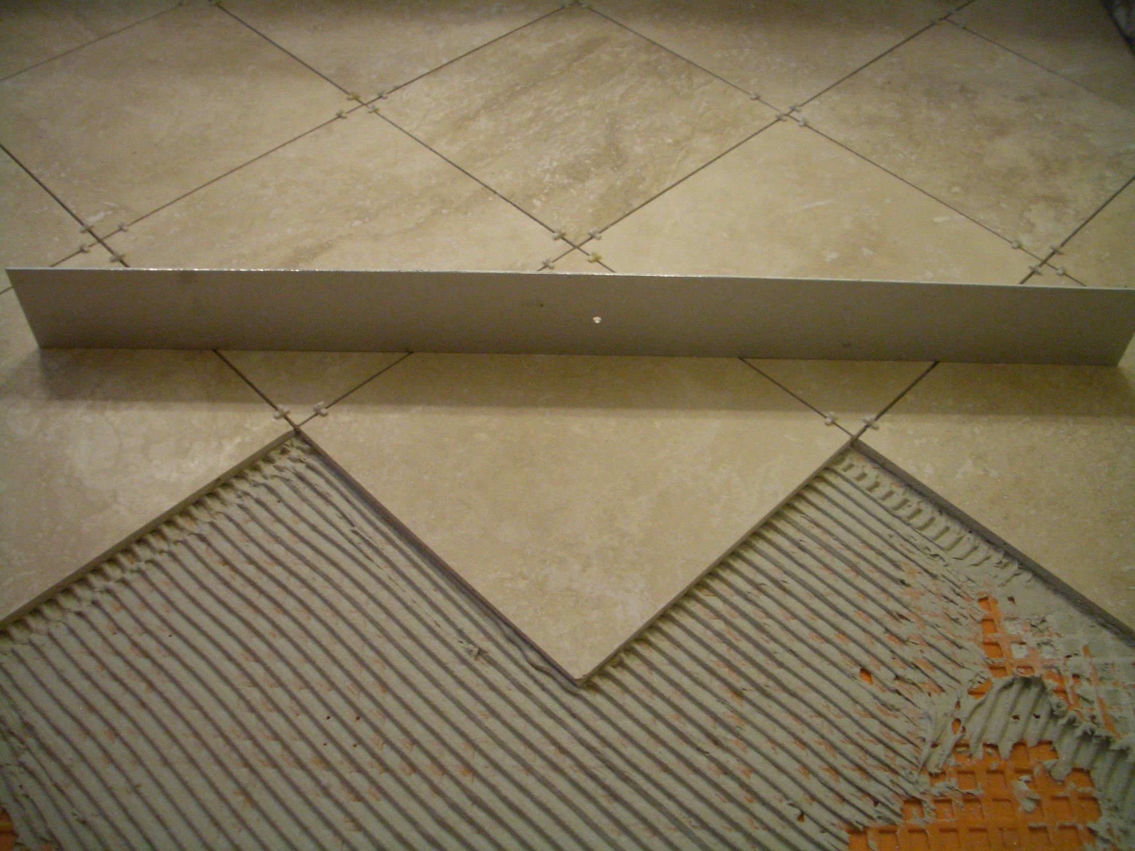 клеим керамическую плитку