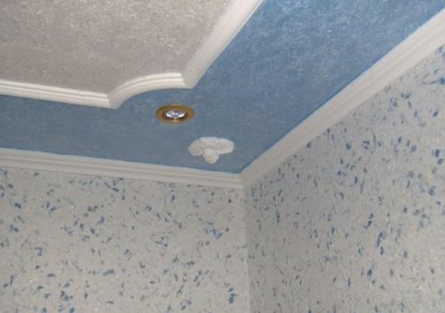 На какой потолок клеить жидкие обои?