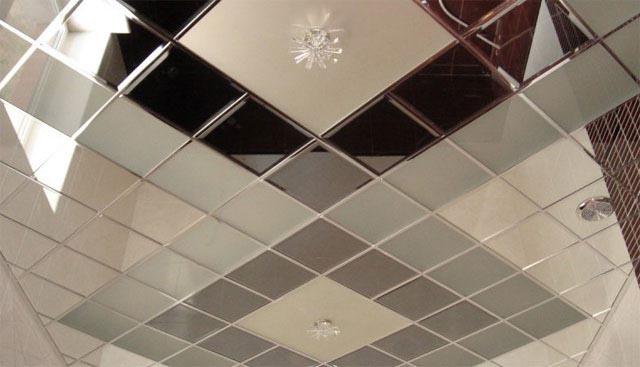 как клеить плитку на потолок