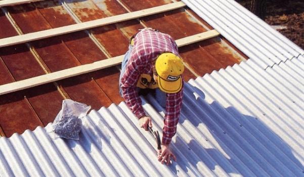 Профилактика и ремонт шиферной крыши