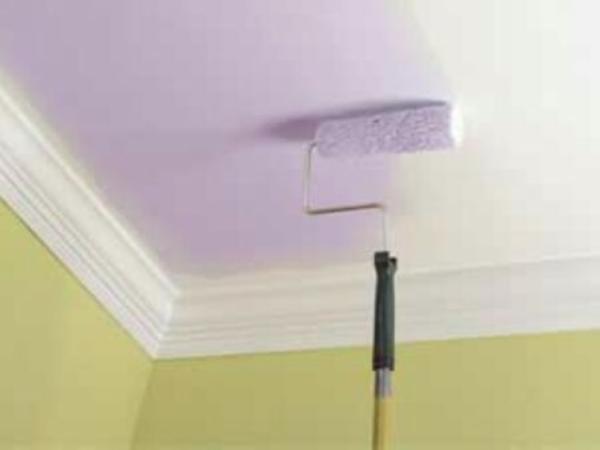 Красим поверхность потолка