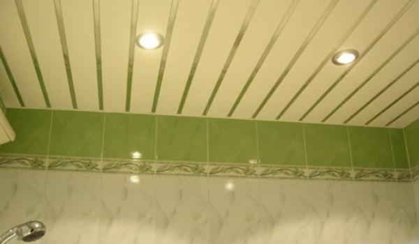 Как скрыть неровности на потолке