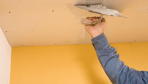 Хитрости выравнивания потолка только что построенного дома